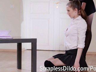 الدرس الأول قضيب جلدي لفتاة
