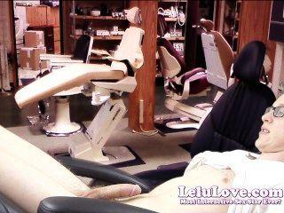lelu الحب طبيب الأسنان الإناث يغوي المريض