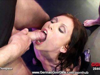 امرأة سمراء سارة امتص ومارس الجنس بعد الحصول على بوسها يمسح