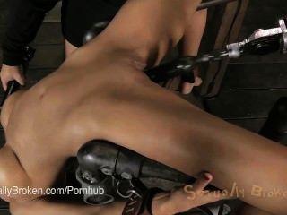 جيمس بيريتا من طراز كوغار ملزمة على جهاز والوجه مارس الجنس (و 5 آخرين)