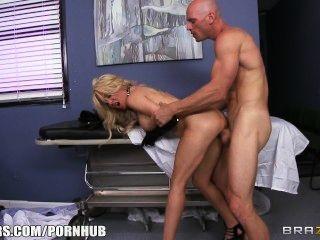 paitent شقراء سلوتي يطرح طبيبها أن يعطيها بعض ديك الثابت