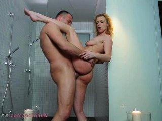 أمي زوجين جعل الحب في الحمام