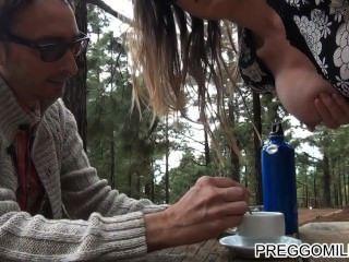 المرضعات الهواة teaparty في الهواء الطلق جبهة مورو