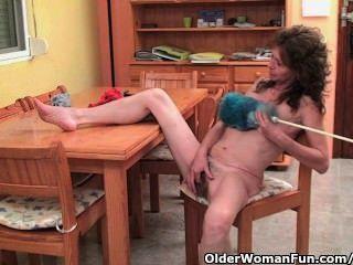 الجدة المترهل يعطي بوسها القديم شعر علاج