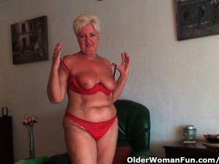 الجدة السمين مع كبير الثدي المترهل والحمار طبطب ينتشر بوسها القديم