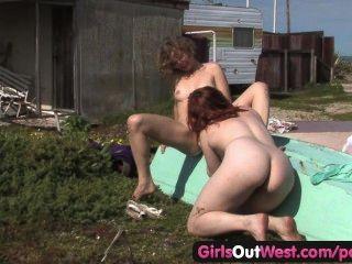 الفتيات خارج الغربي جيتي مثليات شعر وكارا