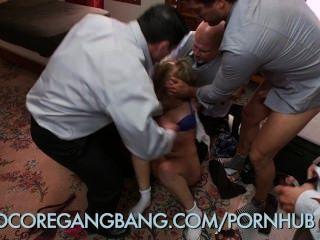 يحصل يعاقب فتاة في المدرسة من قبل مدير المدرسة dominatrix مع تحول جنسى فاضح جدا