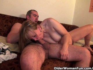 الجدة يحصل لها مهبل مشعر مارس الجنس العميق