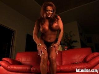 ناضجة العضلات امرأة الاستمناء البظر ضخمة