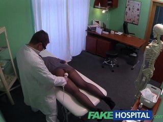 كاميرات خفية fakehospital الصيد المريضة باستخدام أداة تدليك