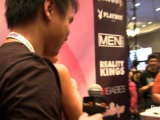 pornhubtv مقابلة ميا مالكوفا في 2014 AVN جوائز