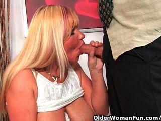 الجدة بصورة عاهرة المصات الديك ويحصل على الفم الكامل من نائب الرئيس