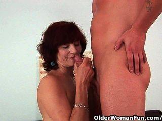 الجدة يحصل على اللعنة جيدة ودسم الوجه