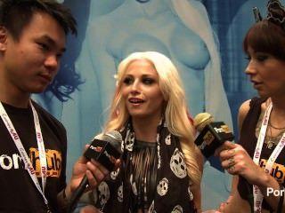 ريكي pornhubtv ستة مقابلة في 2014 AVN جوائز