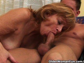 الجدة يحصل بوسها شعر مارس الجنس العميق
