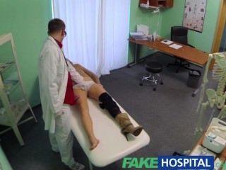 طبيب في مستشفى وهمية ينفي مضادات الاكتئاب ويصف لعق جيدة