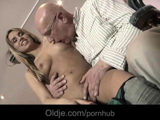 في سن المراهقة exqusite إغواء ويمارس الجنس مع olderman