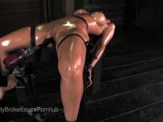 هوتي الغريبة مهينا] zaltana ملزمة ووجه مارس الجنس مع المشابك الحلمة قاسية