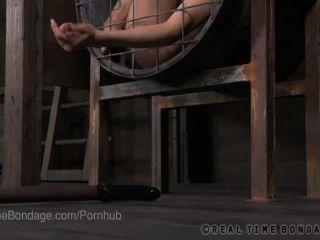 2 قفص الفاسقات بدسم مفلس يمارس الجنس مع بعضهم البعض مع قضبان اصطناعية