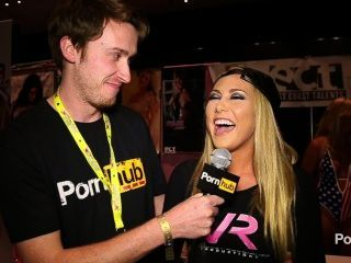 pornhubtv كارتر مقابلة كروز في exxxotica 2014 أتلانتيك سيتي