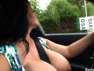 قيادة السيارة وامض العام