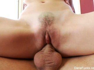 دانا dearmond يحصل مارس الجنس لها ضيق الحمار