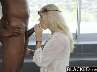 من ظلام دامس شقراء عارضة الأزياء النافورات أديسون بلجيكا على ضخمة ديك أسود!