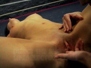 nudefightclub يقدم أميرة adara مقابل بجعة jessyka
