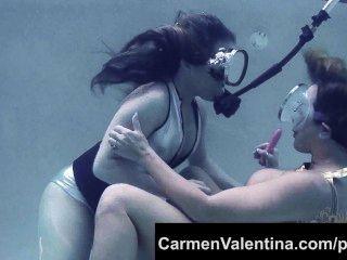 فظيع وقحة كارمن فالنتينا تحت الماء كس لعق!