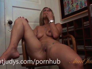 الانا لوف يحب أن يمارس الجنس مع بوسها مع لعبة