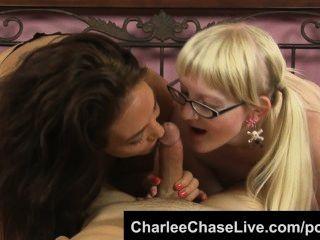 قرنية الجبهة charlee مطاردة يجعل في سن المراهقة نردي تمتص الديك!