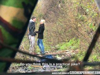 التشيكية تجربة فتاة يسأل الرجل لممارسة الجنس في الشارع