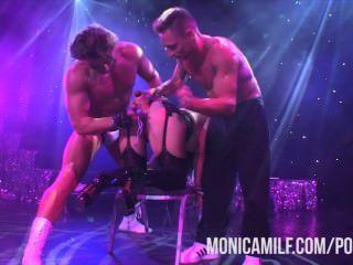 monicamilf النرويجية يعيش على خشبة المسرح في sexhibition