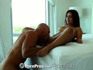 HD pornpros امرأة سمراء جينكس مايز مستبعد الحمار سميكة على من الصعب الديك