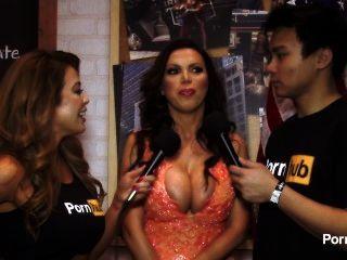 مقابلة pornhubtv نيكي بنز في 2015 AVN جوائز