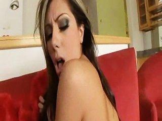 ليلى نجم يريد أن يمارس الجنس من الصعب