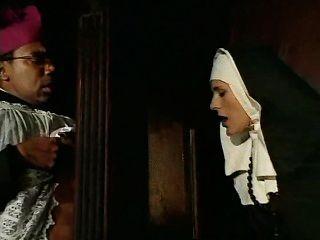 هذا راهبة الذنوب، ويجب أن أعترف