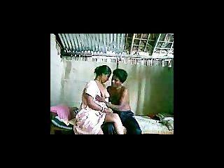 زوجان هنديان على كاميرا ويب