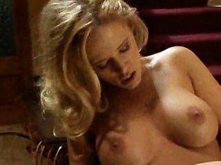 الفتيات الساخنة ممارسة الجنس على الدرج