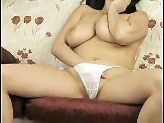 زواج الصدر كبيرة مع سراويل بيضاء جميلة