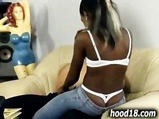 فتاة الساخنة السوداء الحصول مارس الجنس من الصعب