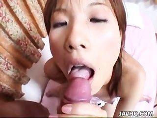 في سن المراهقة اليابانية يحصل بوسها شعر ضيق مارس الجنس في أسلوب بوف