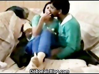 يائسة باكستاني تقبيل الفتاة وصديقها سخيف MMS 2