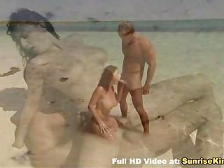 مفلس شاطئ فاتنة الجنس اللسان ونائب الرئيس