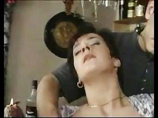 titted كبيرة ناضجة مارس الجنس في حانة