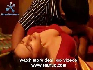 في سن المراهقة الممثلة الهندية المعانقة الساخنة starfug.com