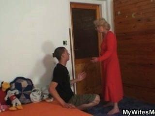 زوجة يجد له سخيف لها أمي القديمة