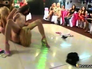 العربدة مثليه على حلبة الرقص
