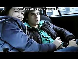 يحصل خبطت 18 سنة فتاة تبلغ من العمر في السيارة