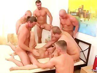 في سن المراهقة لطيف gangbanged بوحشية من قبل 6 رجال